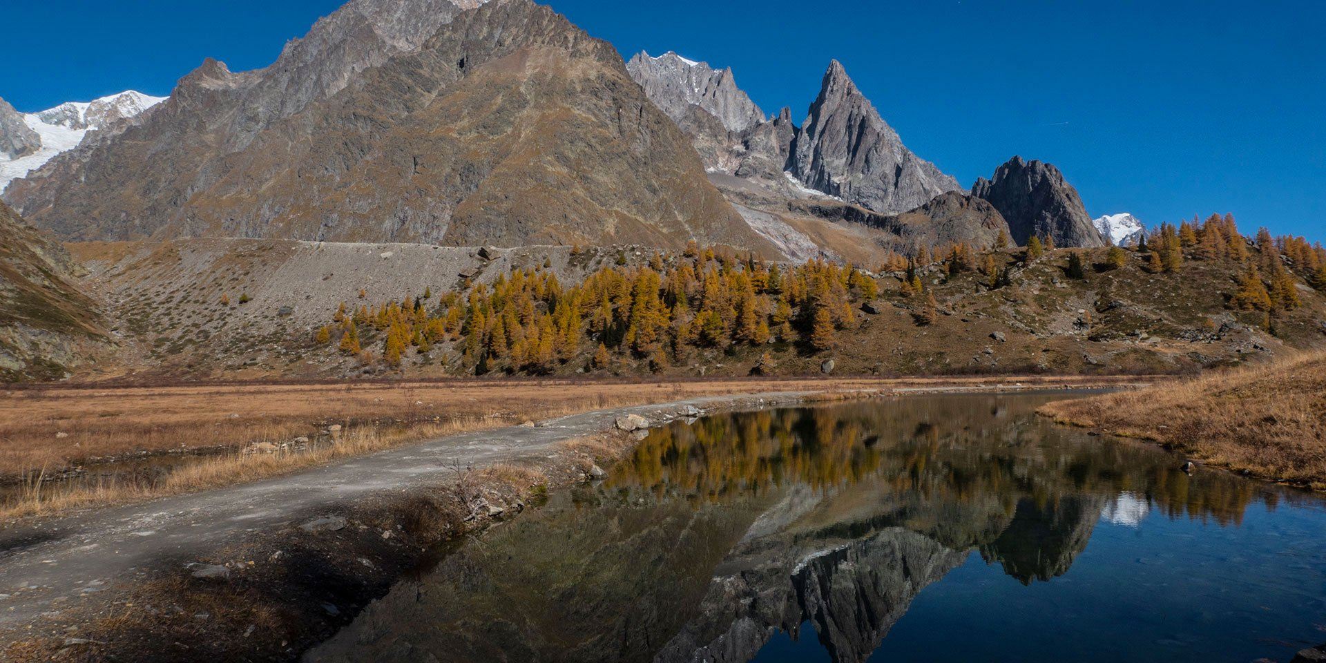 Foto panoramica del Monte Bianco